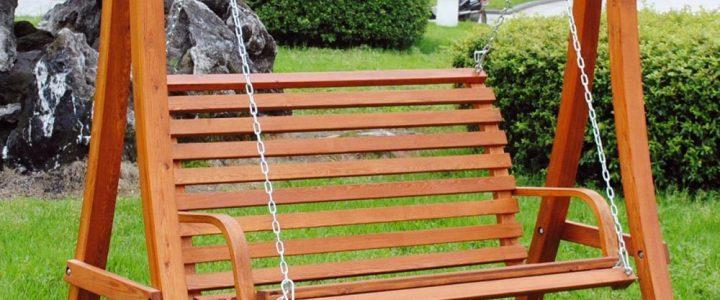 Sélection de balancelles de jardin en bois